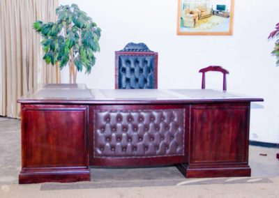 Executive Desk & Chair with Dumb Valet